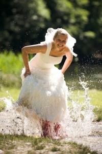 Trash the Dress-Beispiel: Im Wasser